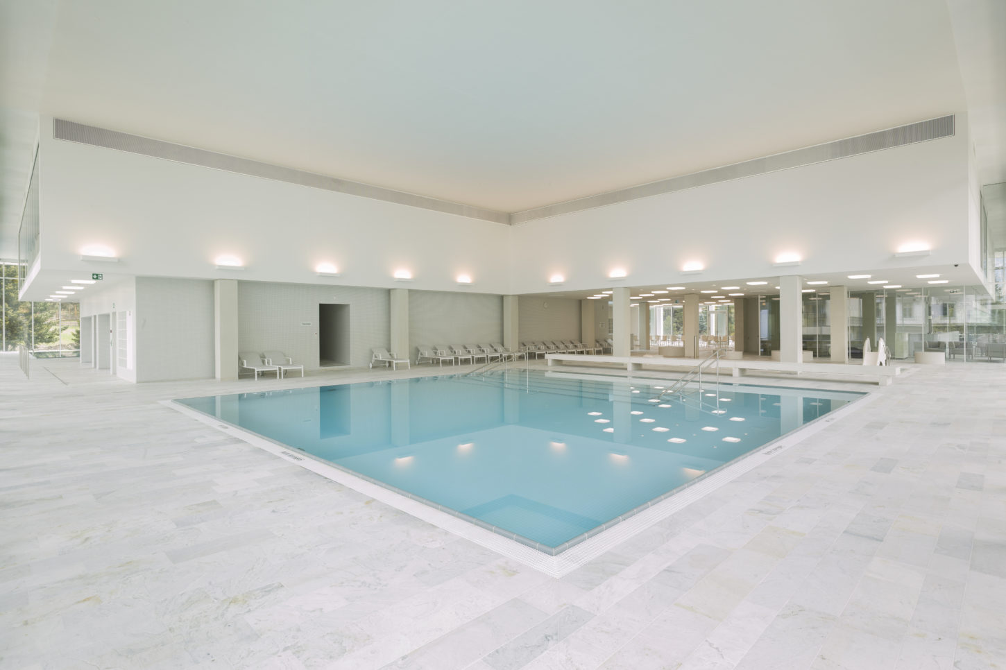 Indoor_swimming_pool_3